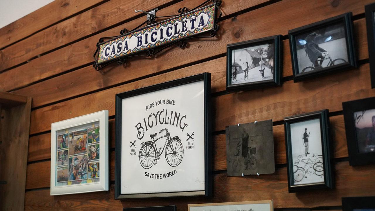 Wand mit Fahrradbildern