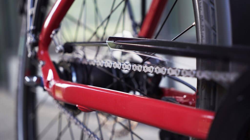 Radkette an einem roten Fahrrad